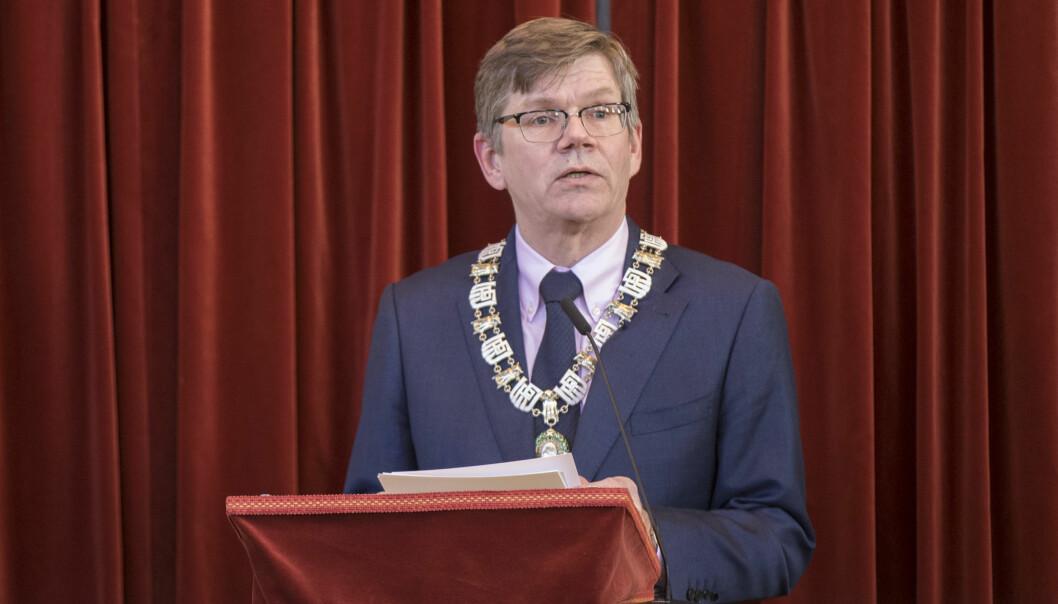 — Jeg tror det beste for å unngå det er å ha en viss fysisk tilstedeværelse, med smittevern og strenge regler, sier UiO-rektor Svein Stølen.