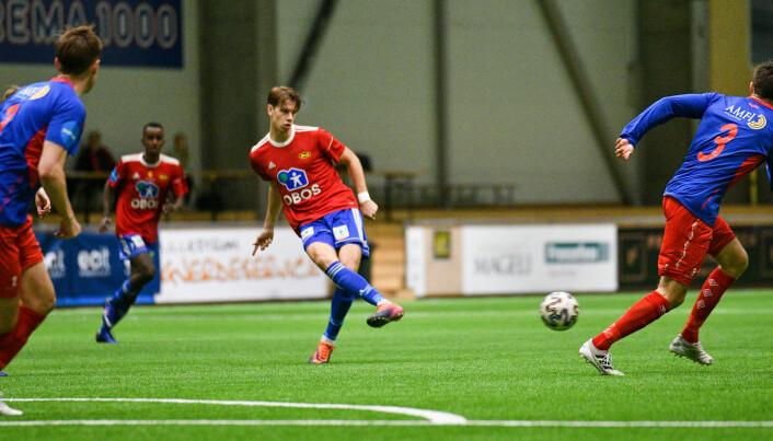 Felix Anthonessen setter ballen i mål til 1-0