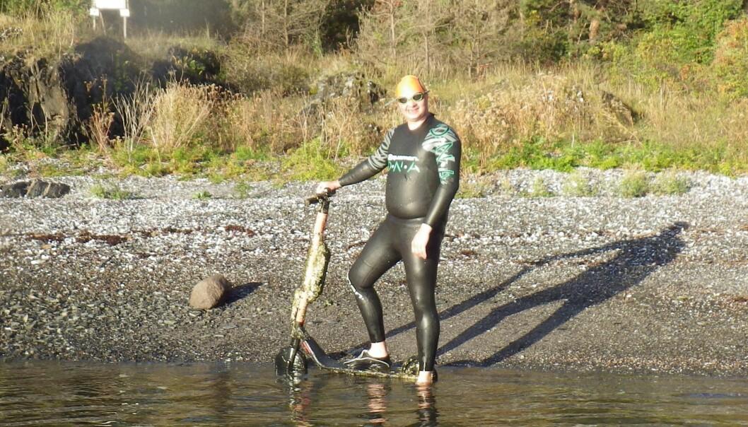 Elsparkesykkelen Ladislav Hanzel og Oslofjorden Swimmers fant i sjøen utenfor Gressholmen er full av skjell og groe, og har nok ligget i sjøen en god stund.