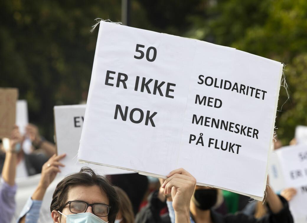 1.700 meldte interesse for Moria-demonstrasjonen på Facebook. Anslagsvis 200 møtte opp mandag utenfor Stortinget.