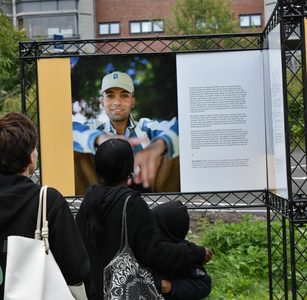 Omer Bahtti er fra Holmlia, og er en av 18 personer som forteller sin historie i Iffit Qureshis utstilling #HOMElia.