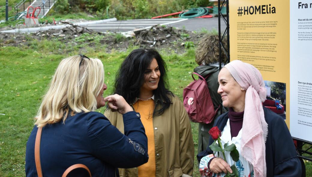 Iffit Qureshi i samtale med gjester under åpningen av #HOMElia tirsdag.