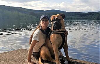 Naboer mener hundeluftegården i Stensparken må gjenåpnes. — Hundene våre trenger et sted å være nå, sier hundeeier Isabel