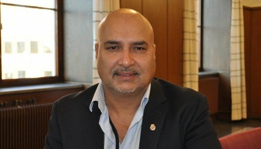 Foreløpig full seier til FNB-utbryter Danny Chaudhry. Det var ulovlig å ta fra ham støtte på 243.066 kroner årlig, fastslår Kommunaldepartementet.