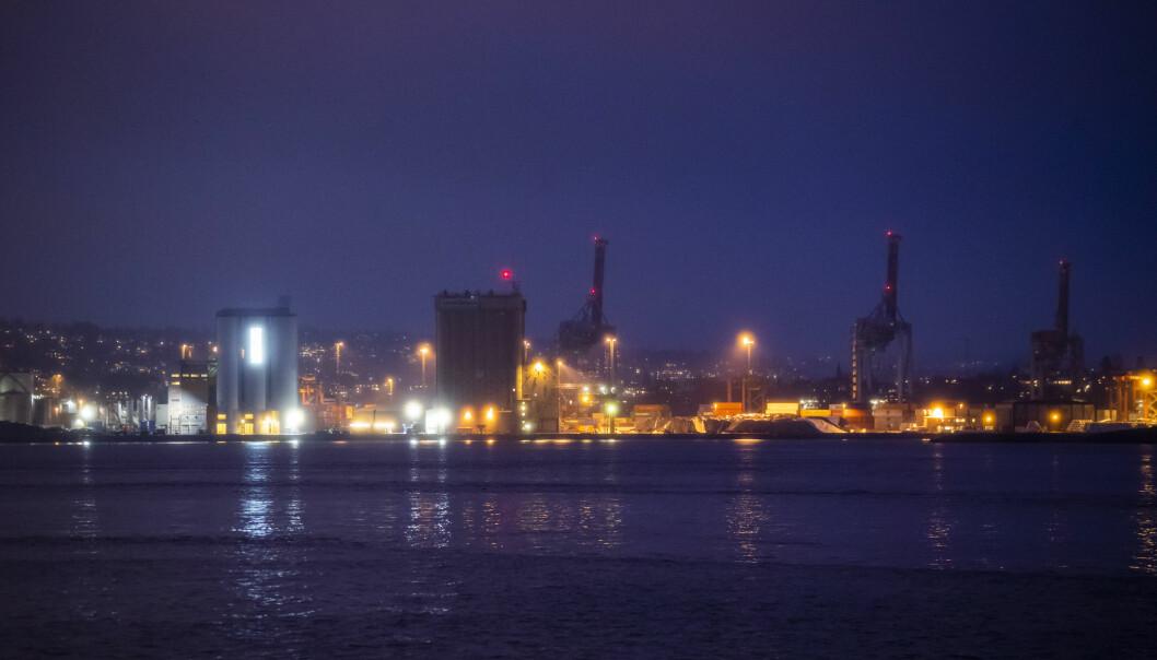 De to mennene tok seg ifølge tiltalen inn på konteinerområdet ved Sjursøya i Oslo havn natt til torsdag 12. september i fjor.