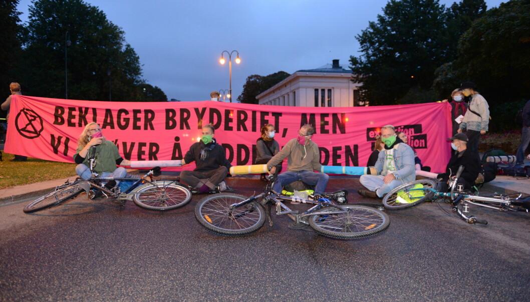 Demonstrasjonen fant sted i krysset Karl Johans gate/Frederiks gate, en trafikkert hovedfartsåre som ligger like nedenfor Slottet.