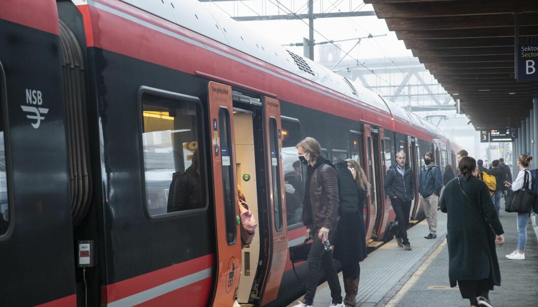 Jordfeilen er rettet opp i og togene kan fortsette å gå. Men passasjerer og reisende må fortsatt regne med innstillinger og forsinkelser.