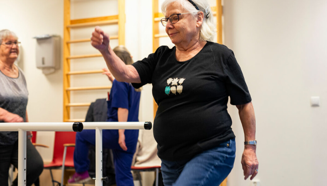 Kari Karlsen er operert i hælen og i brystet har hun fått satt inn en pacemaker, men trening vil hun ikke være foruten.