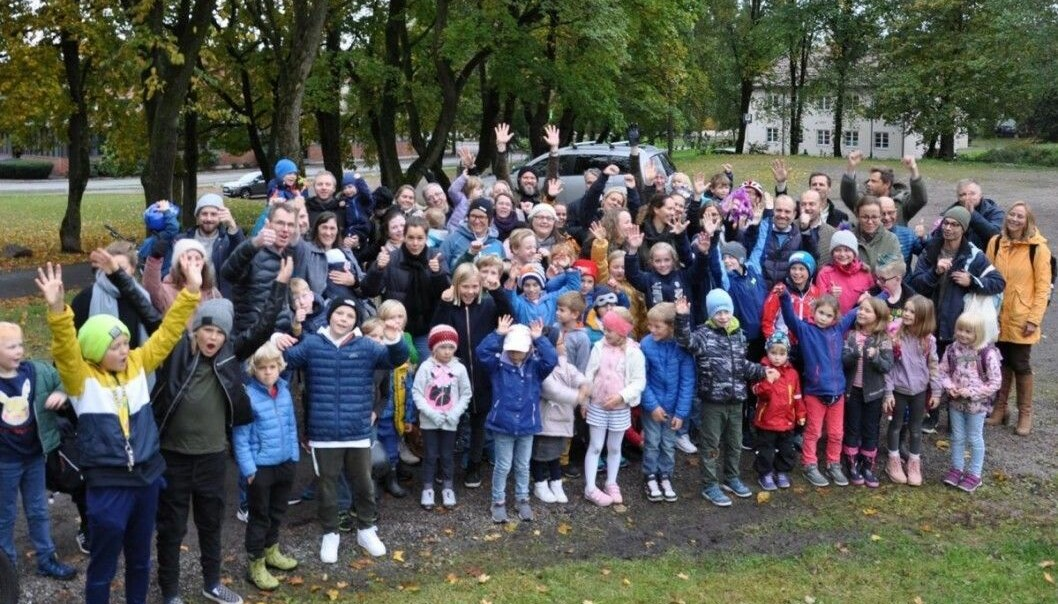 Ifjor jublet barn og foreldre ved Bolteløkka skole over å ha vunnet kampen mot bussing når skolen skal pusses opp.