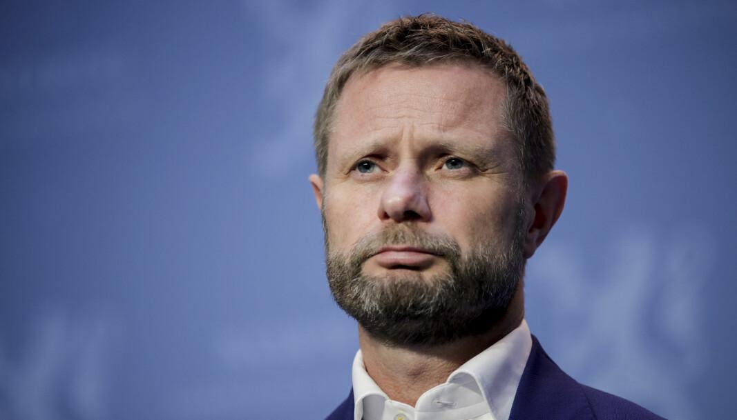 Helseminister Bent Høie er kritisk til Oslo kommunes tiltak mot koronapandemien.
