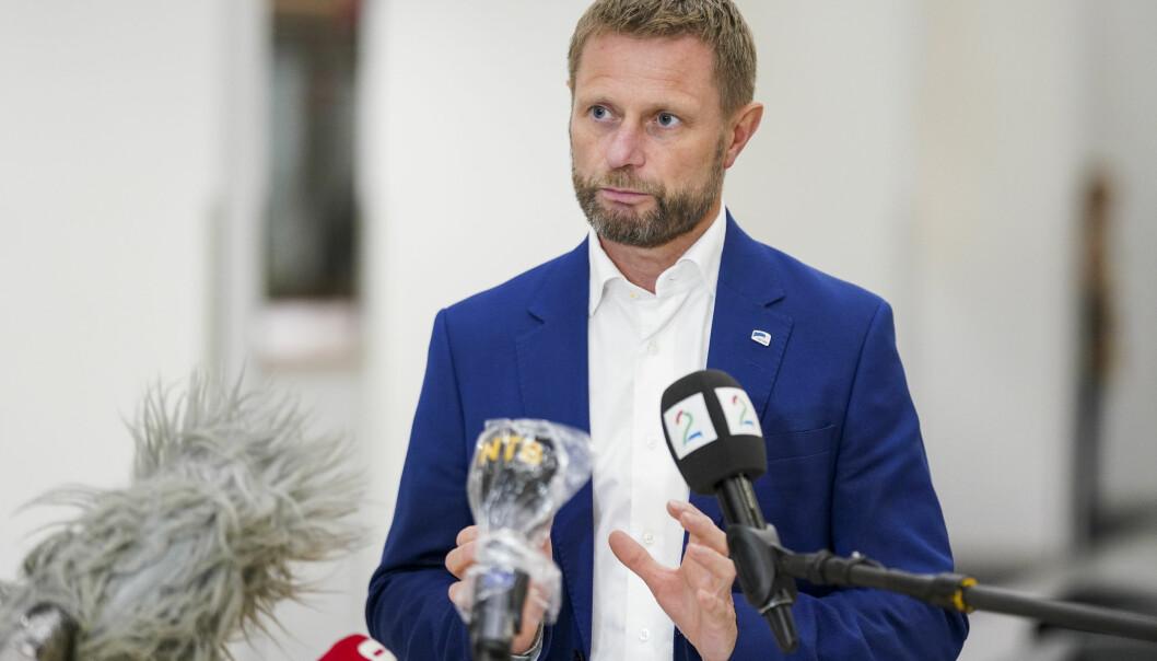 Helse- og omsorgsminister Bent Høie (H) mener prioriteringen til FHI skal gjelde til tross for situasjonen i Oslo-området.
