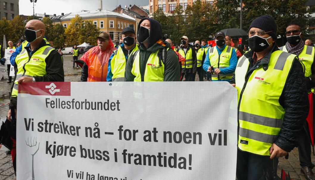 Yrkestrafikkforbundet, Fellesforbundet, Norsk Jernbaneforbund og Fagforbundet med felles markering på Youngstorget for streikende bussjåførene i forrige uke.