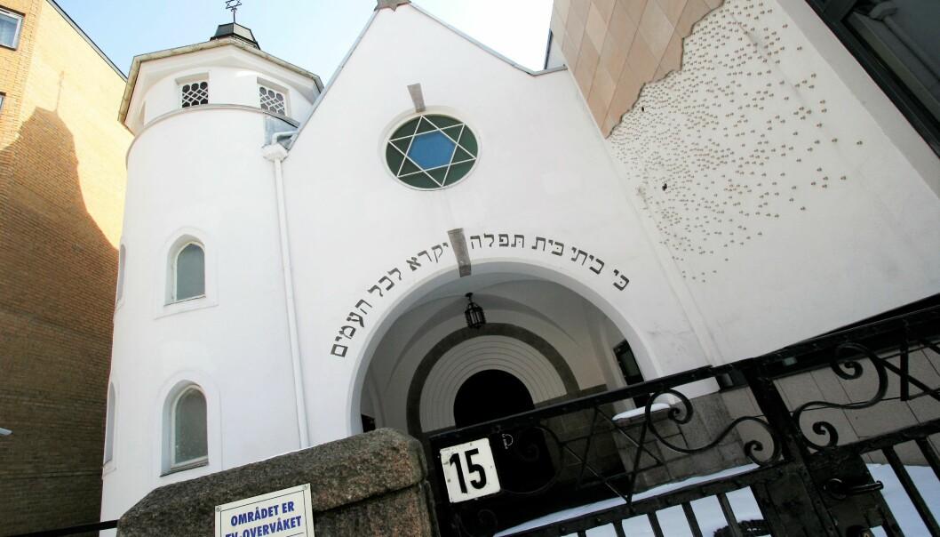 En 47 år gammel mann som deltok på en nazistisk markering fem dager tidligere, ble pågrepet av politiet ved synagogen i Bergstien fredag 2. oktober.