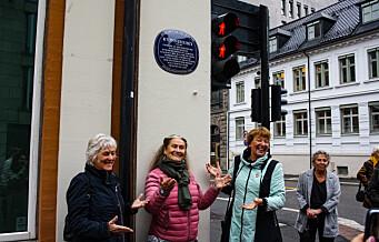 Kvinnehuset i Rådhusgata 2 æret med blått skilt