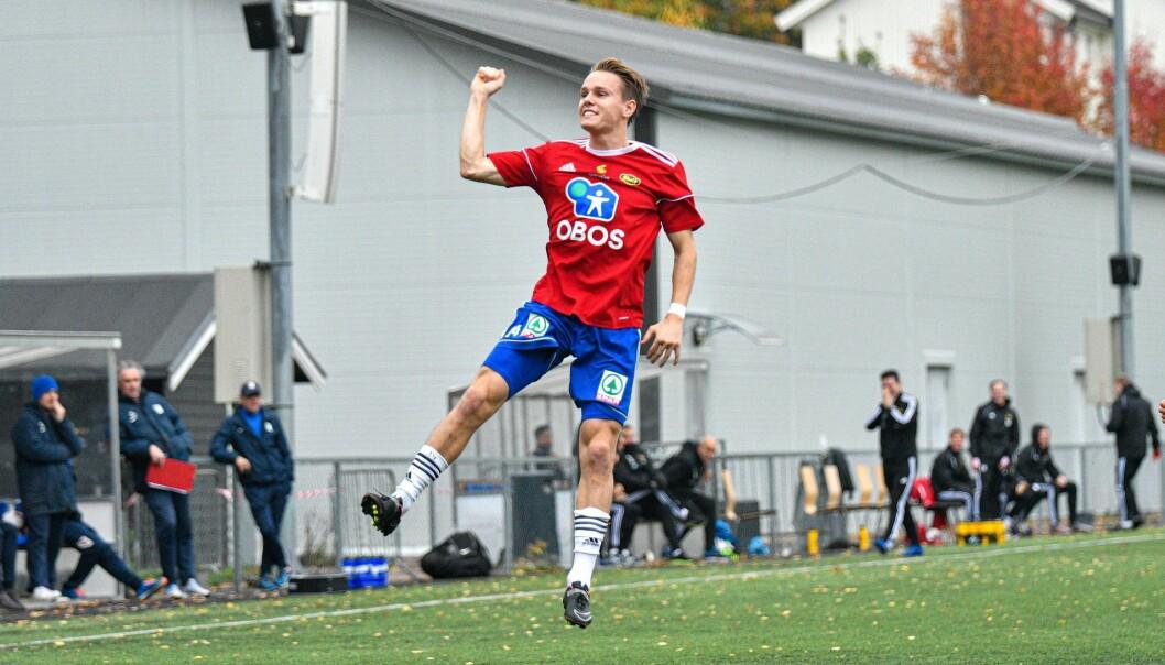 En hoppende glad Henning Tønsberg Andresen etter at han scoret på frispark.