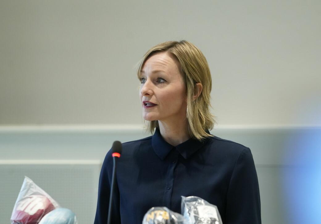 Inga Marte Thorkildsen (SV) må svare på spørsmål om økt antall direktører i utdanningsetaten og hvordan oppsigelser fra alle ansatte i en av etatens seksjoner håndteres.