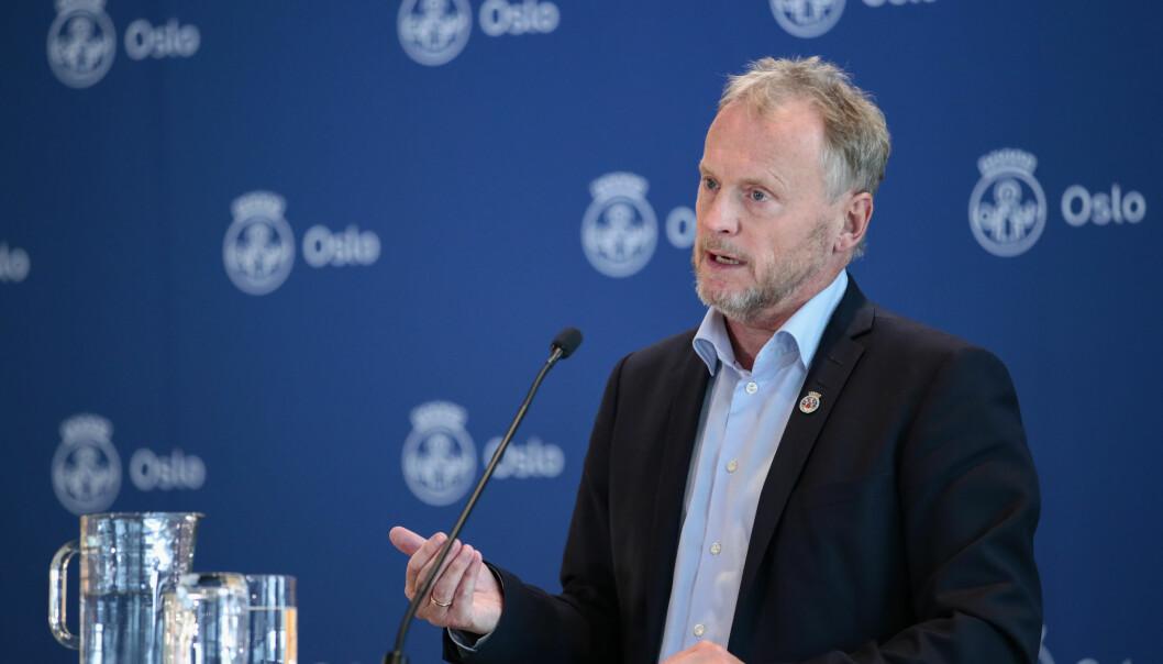 Byrådsleder Raymond Johansen på pressekonferansen i Oslo rådhus torsdag ettermiddag.