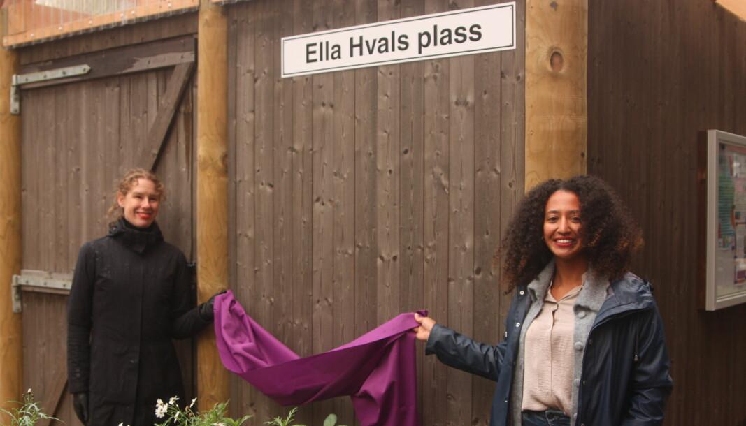 – Ella Hvals plass blir en park og lekeplass for barn og eldre, en generasjonsmøteplass, bydelsutvalgsleder Almaz Ashafa (til høyre) ved lanseringen av det nye navnet. Til venstre: Hege Eidseter.