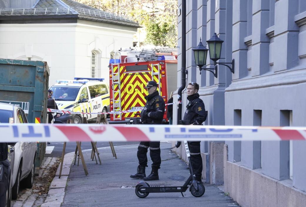 Politiet satte opp sperringer ved stedet der en granat er funnet i Niels Juels gate.