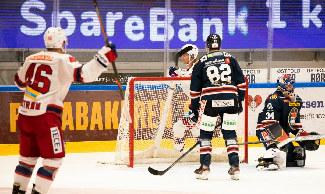 Jørgen Karterud (bak mål), har akkurat satt inn kveldens andre Enga-scoring. Tobias Lindstrøm er fornøyd.