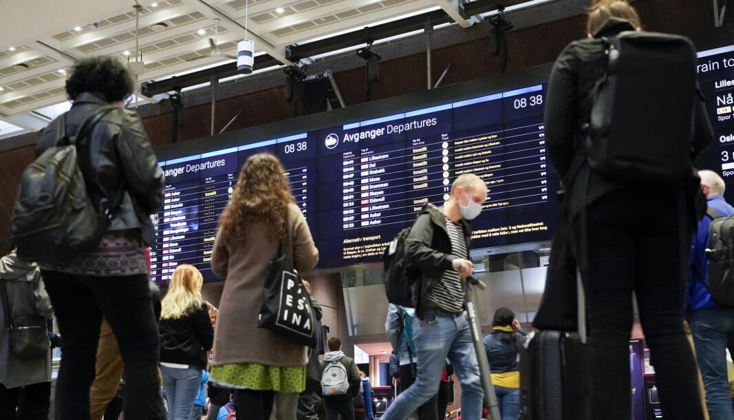 Oslo sentralstasjon da det var forsinkelser tidligere i oktober. Nå rammes stasjonen av vekterstreiken.
