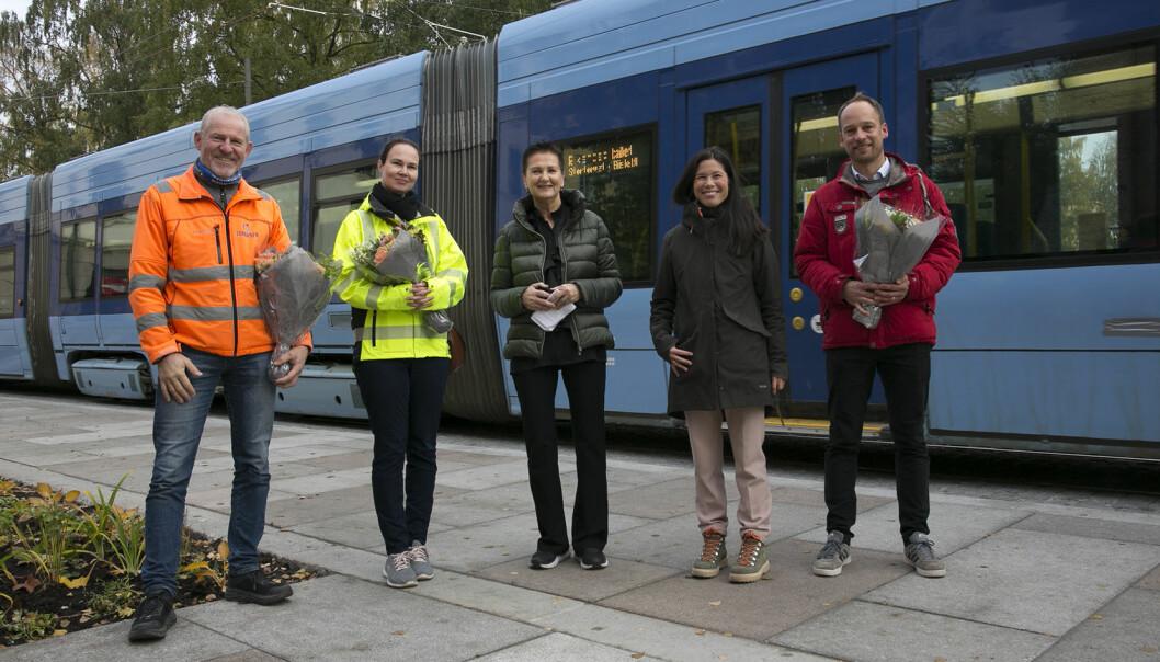 Fra venstre: Knut Håkon Berglia; prosjektleder i Isaksen anlegg, Linda Mørk; prosjektleder bymiljøetaten, Gerd Robsahm Kjørven; direktør i bymiljøetaten, byråd Lan Marie Nguyen Berg og Marcus Naue, fra Norconsult.