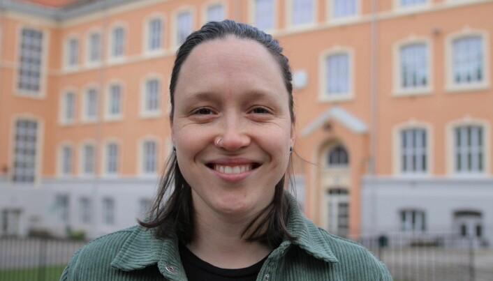 Sara Myhrer (27) fra organisasjonen Skeivt Kristent Nettverk, mener det er viktig at kirker og menigheter aktivt sørger for at skeive føler seg velkommen.
