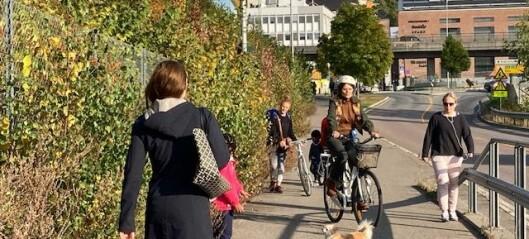 Sykkelkaos i Kværnerbyen: -Syklister og el-sparkesyklister tar ikke hensyn til de gående