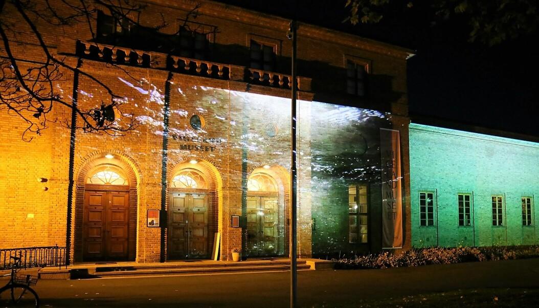 Slik kan videokunsten til Sven Påhlsson oppleves en mørk høstkveld på Frogner.