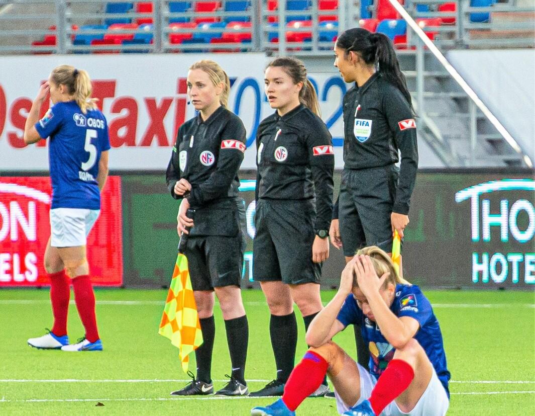 Vålerenga-spillerne depper etter å ha gitt bort poeng mot Rosenborg på overtid søndag.
