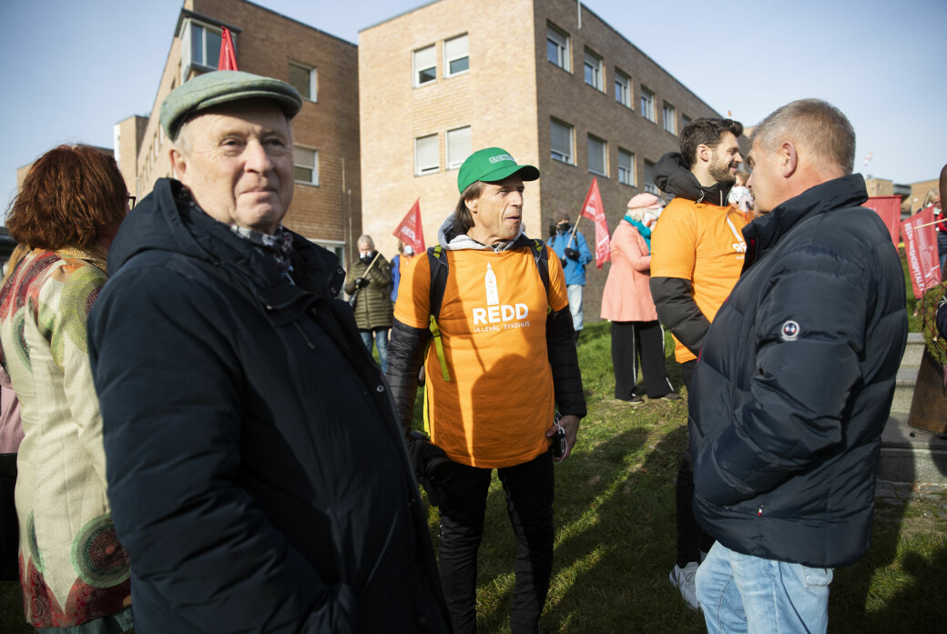 Mangeårig stasråd Odd Einar Dørum (V), fersk Sp-politiker Jan Bøhler, Fagforbundets Bjørn Wølstad-Knudsen og Bjørnar Moxness (Rødt) var blant mange som protesterte ved Rikshospitalet i dag.