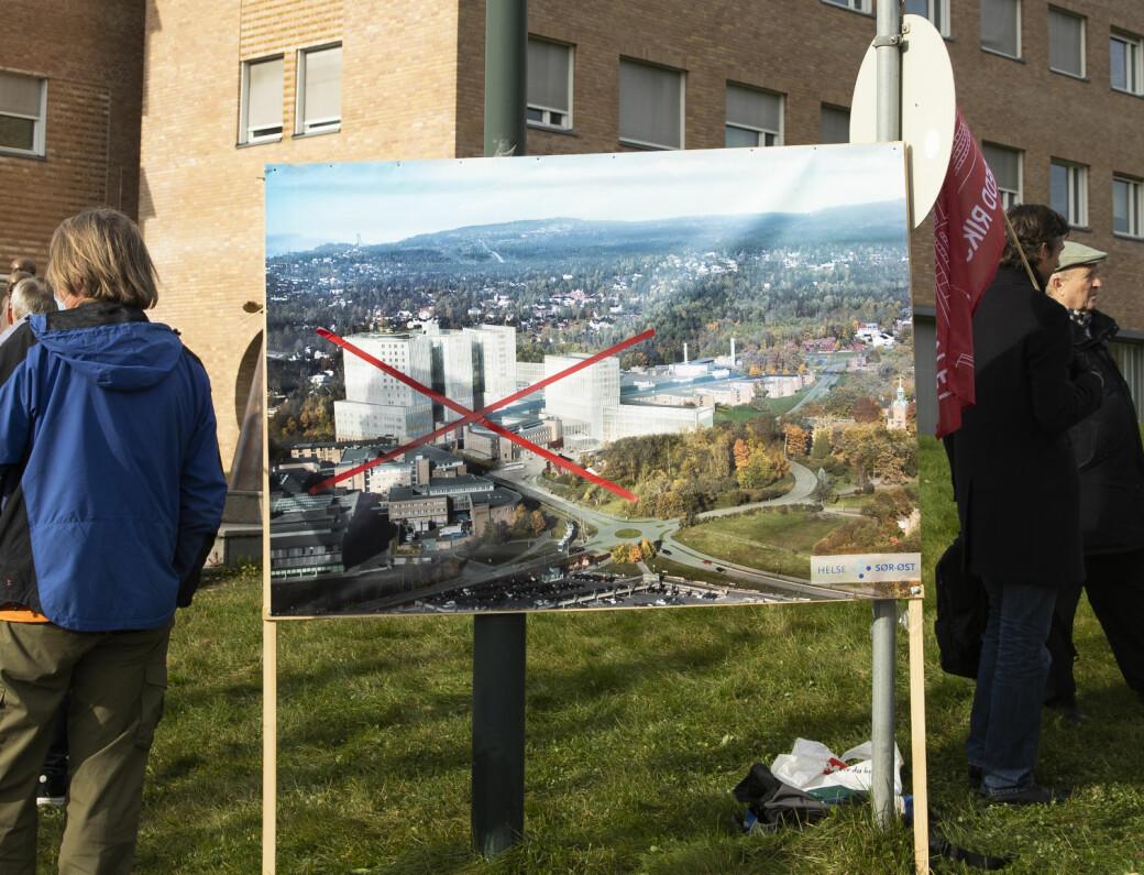 Aksjonistene med tydelig budskap om at et nytt sykehus på bekostning av Ullevål og Aker ikke er ønsket i Oslo.