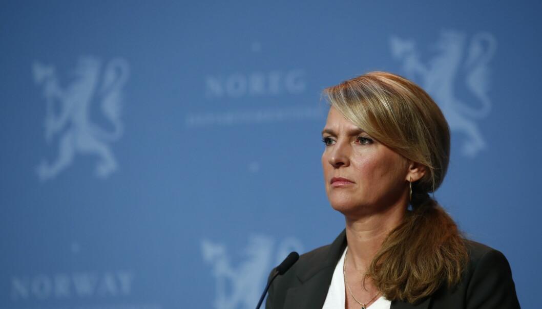 Avdelingsdirektør Line Vold i Folkehelseinstituttet på pressekonferanse om koronasituasjonen.