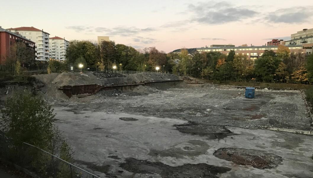 Det omfattende rivearbeidet på tomta til tidligere Lilleborg fabrikker er gjennomført i sommer, og området er rensket for forurensende avfall. Her skal den nye miljøvennlige skolen stå.