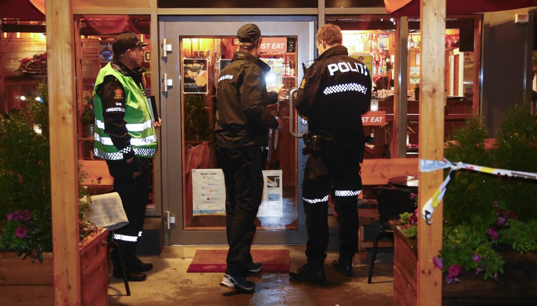 En mann i 30-årene ble knivstukket på en pub på Årvoll i Oslo tirsdag kveld.
