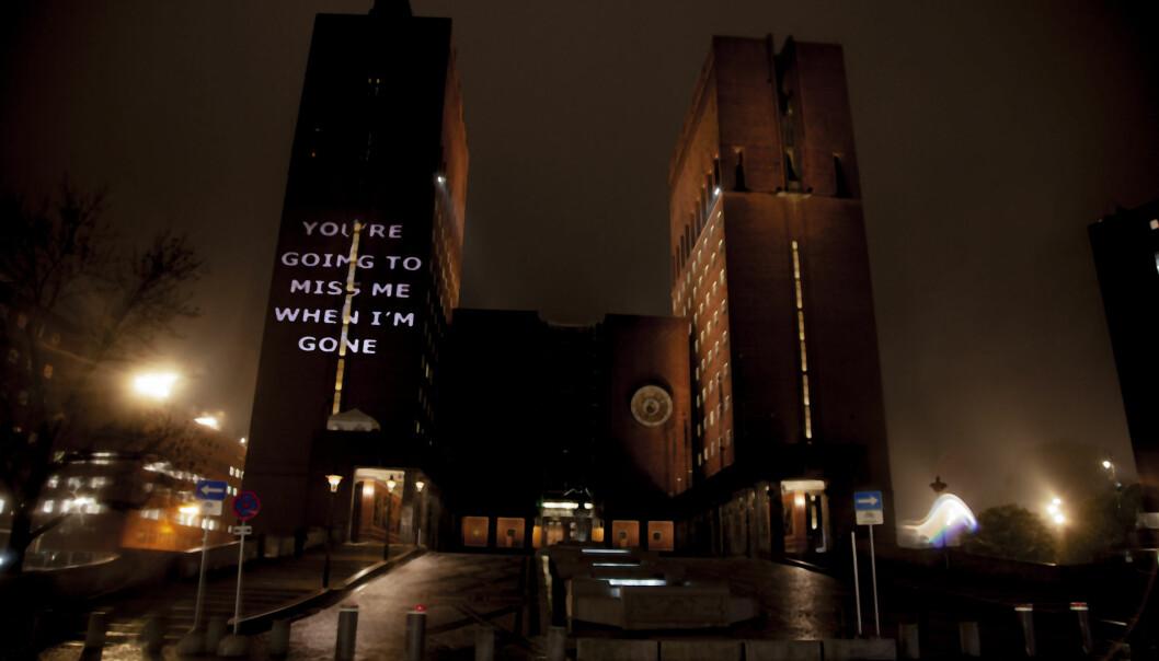 Projeksjon av bildene ble vist på Rådhusets østre tårn mot Borggården onsdag 21. oktober fra 18.00 til midnatt.
