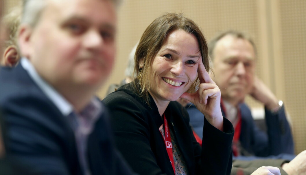 Fellesforbundets Jørn Eggum (t.v) støtter Handel og Kontor-leder Trine Lise Sundnes (t.h.) i kampen om sikker stortingsplass på Oslo Aps liste.