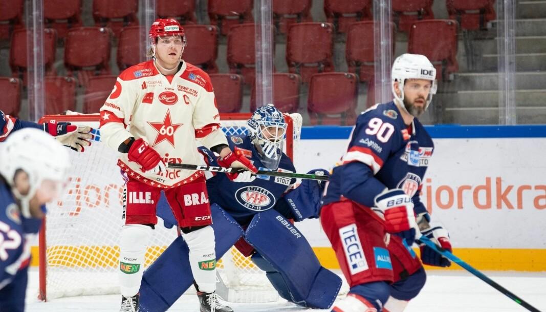 Daniel Sørvik og keeper Steffen Søberg har det gøy mot Fredrikstad Stjernen.