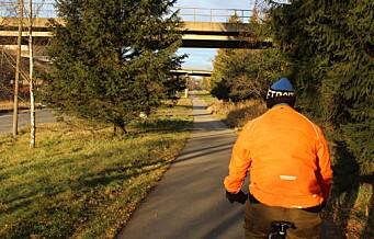På sykkeltur nedover og gjennom store fredelige parkdrag. Fra Vestli til Grorud
