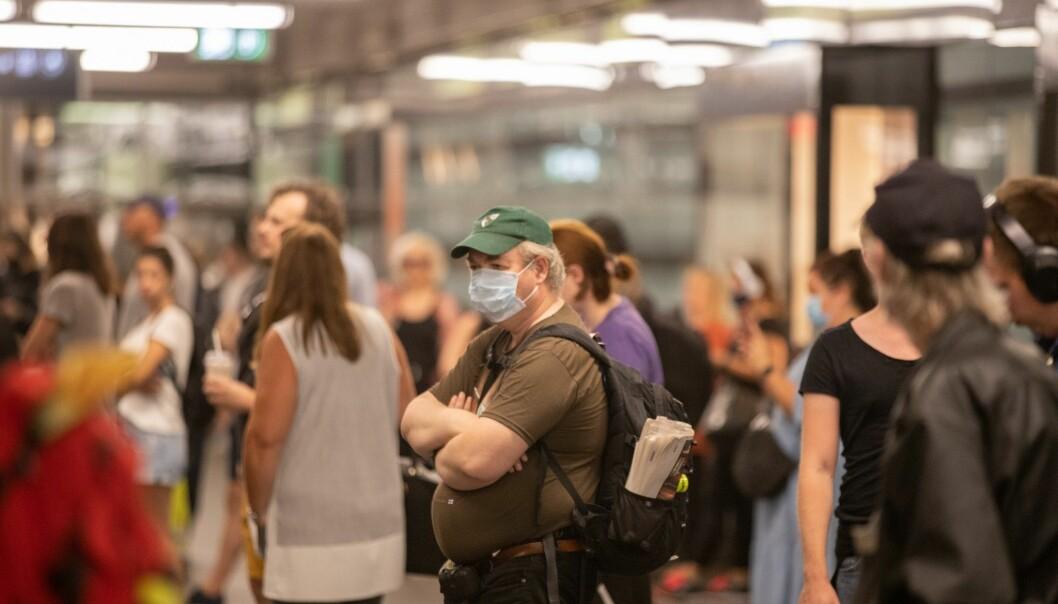 Påbud om munnbind utvides fra kollektivtransport til å gjelde alle offentlige steder der du ikke kan holde en meter avstand til andre.
