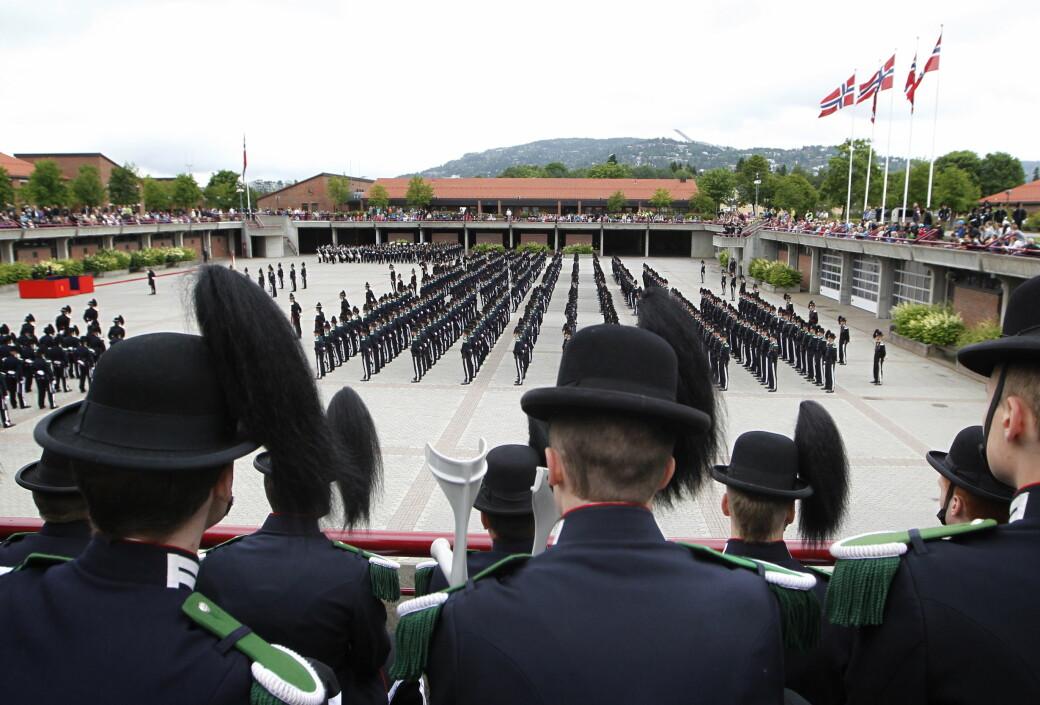 Garden under oppstilling i 2012 da kong Harald og kronprins Haakon besøkte leiren på Huseby.