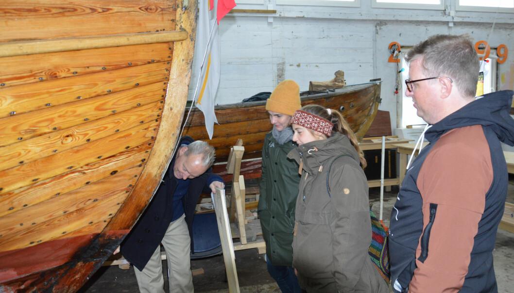 I skur 29 lukter det godt av treverk. Her dyrkes lidenskapen for trebåter hele året.