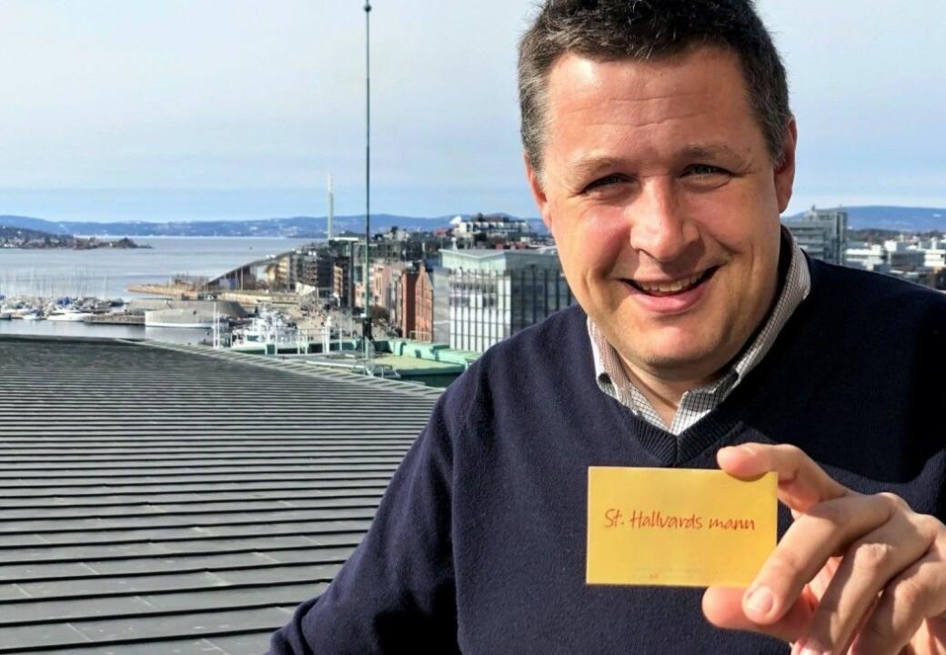 Oslopatriot, prest, KrF-politiker og VIF-tilhenger Espen Andreas Hasle byttet visittkort da striden om byvåpenet raste.