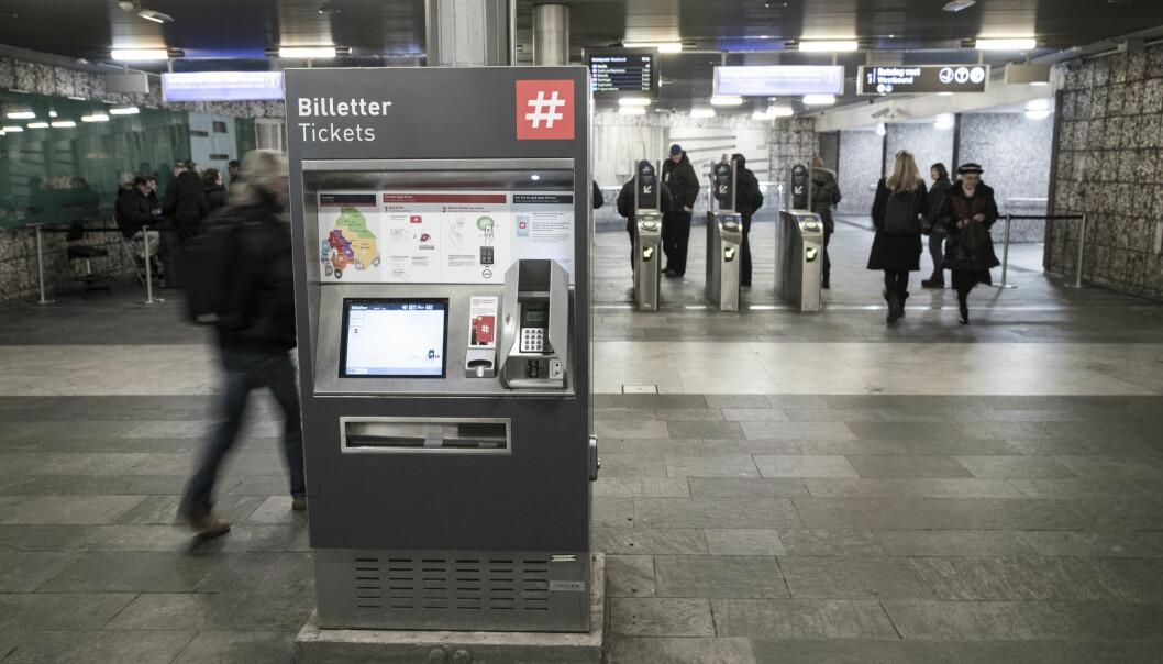En person er påkjørt på Jernbanetorget T-banestopp.