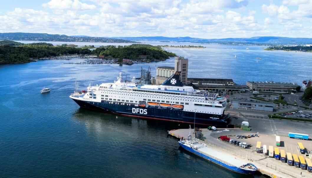 En av to danskebåter legges i opplag grunnet reiserestriksjonene under koronaepidemien. Dermed mister 20 servitører jobben.