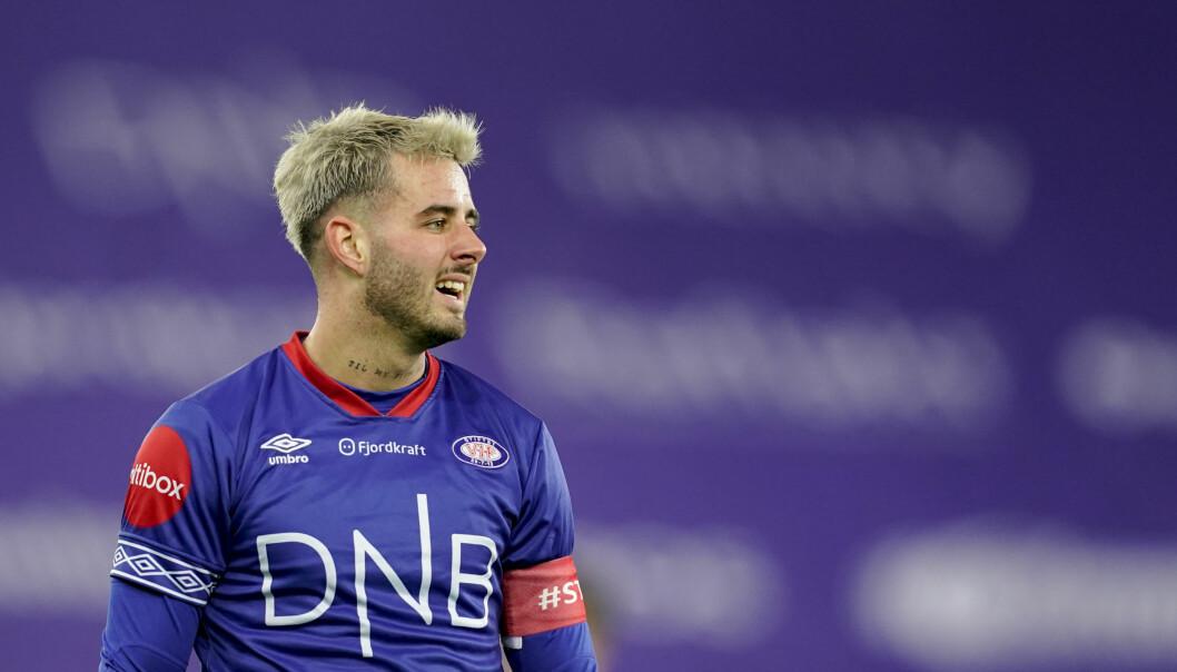 – Det føles veldig bra, Vålerenga er klubben i mitt hjerte, sier Aron Dønnum.