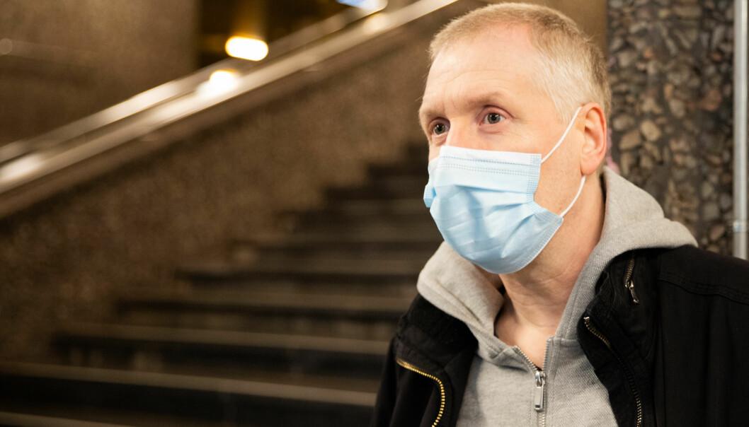 Finn er fornøyd med smittevernsreglene, men mener munnbindet burde vært gratis.