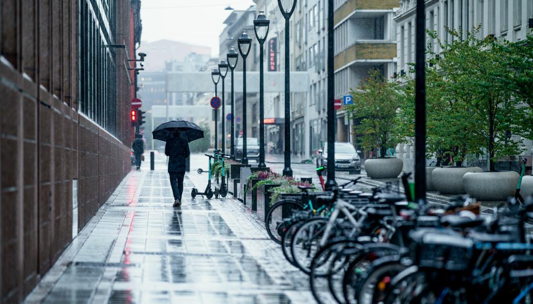 Paraply er greit å ha om en skal ut i regnværet i Oslo.