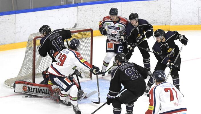 Grüner-spillerne stod ved flere anledninger i kø for å score, men pucken ville ikke inn.
