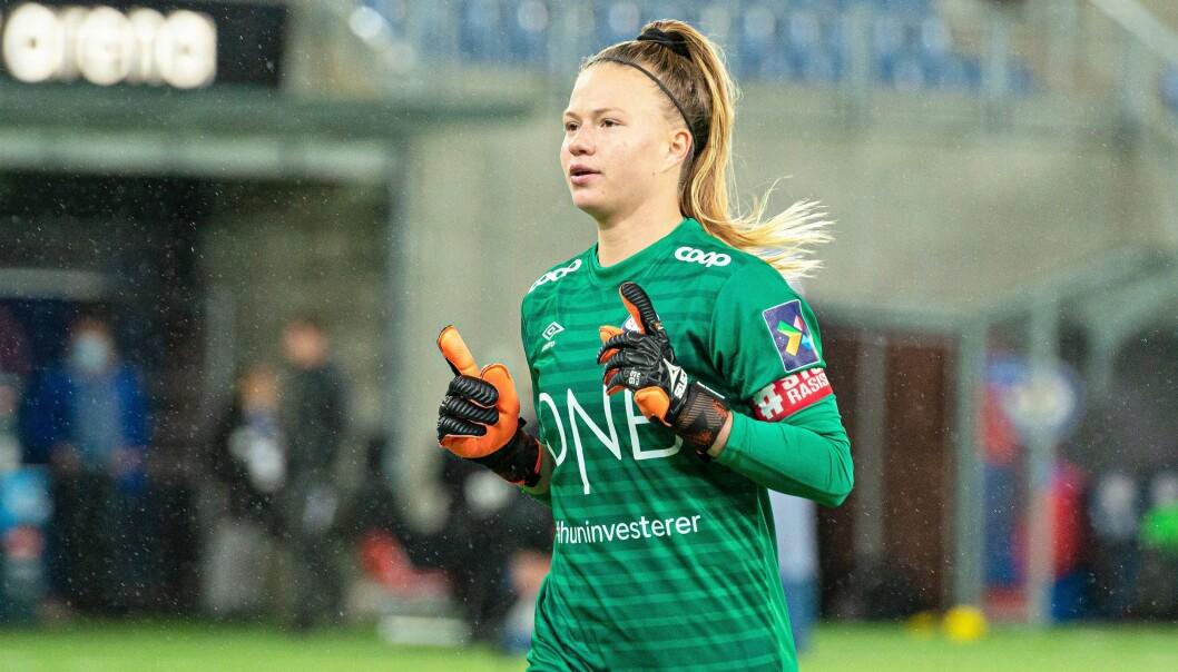Den amerikanske keeperen Jaylen Tompkins er en av seks spillere som har forlenget sin kontrakt med Vålerenga.